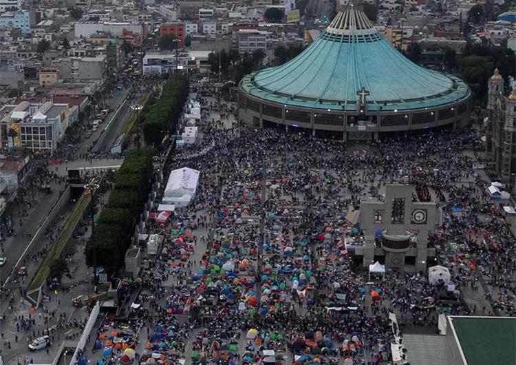 Más de 2 millones de personas rindieron tributo a la Virgen de Guadalupe en la Basílica de la capital azteca