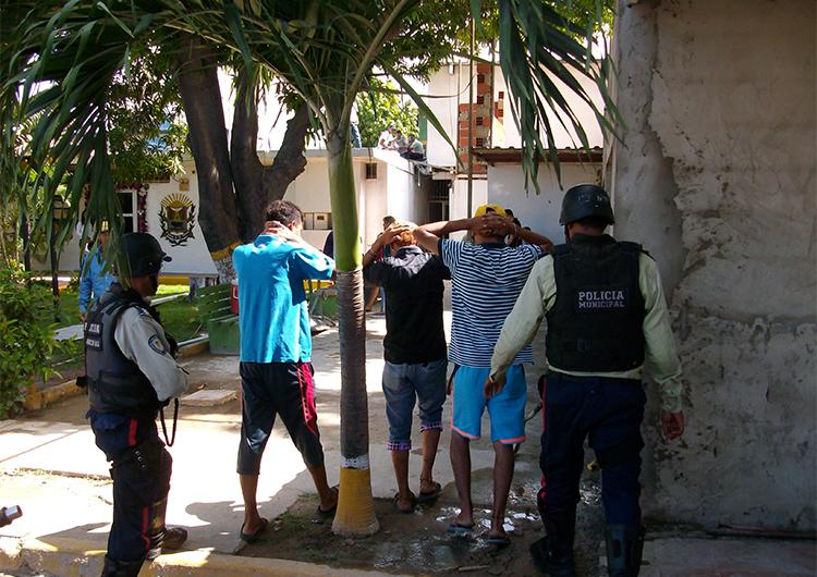 Policías apresaron a doce personas esta semana