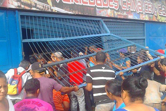 Disturbios en El Callao por falta de efectivo