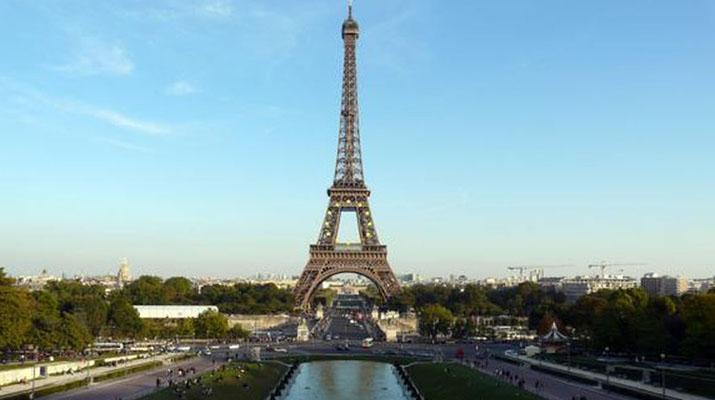 Abren Torre Eiffel luego  de «levantar huelga» laboral