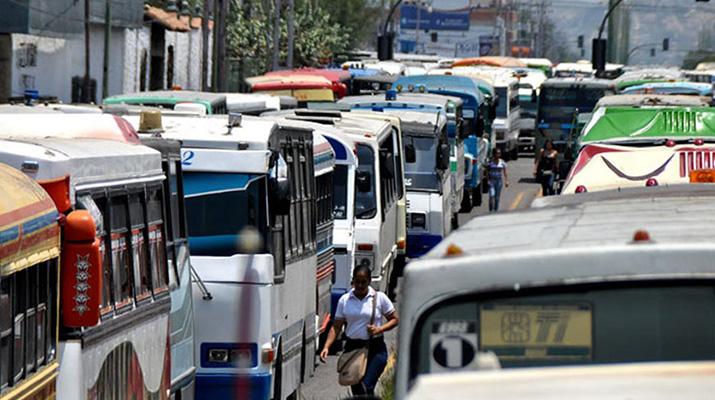 Transportistas  cobrarán pasaje a  Bs. 100 en Caracas