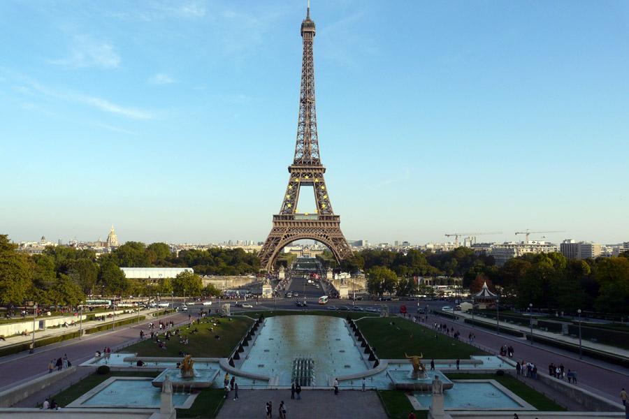 La Torre Eiffel vuelve a abrir tras cinco días de huelga
