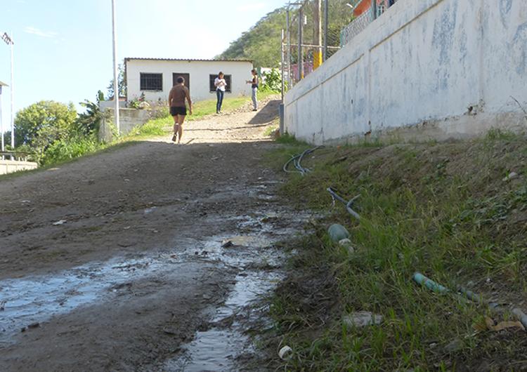 Piden arreglo de bote de aguas blancas en Guanta