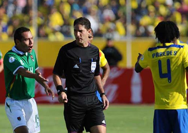 FVF evaluó a árbitros de fútbol campo, playa y sala