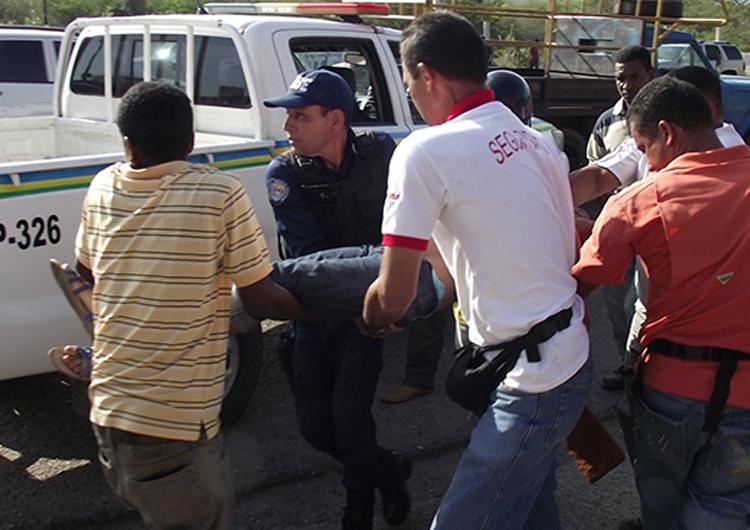 Mujer sufrió lesiones tras caer de autobús que estaba siendo asaltado en Molorca