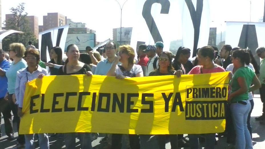 Oposición tranca la avenida Francisco Fajardo
