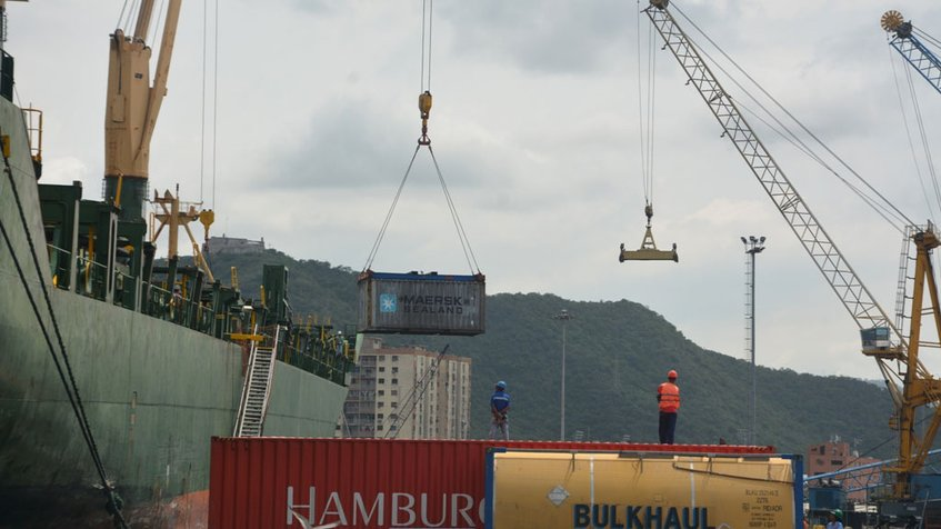 35 contenedores arribaron al país con alimentos e insumos médicos