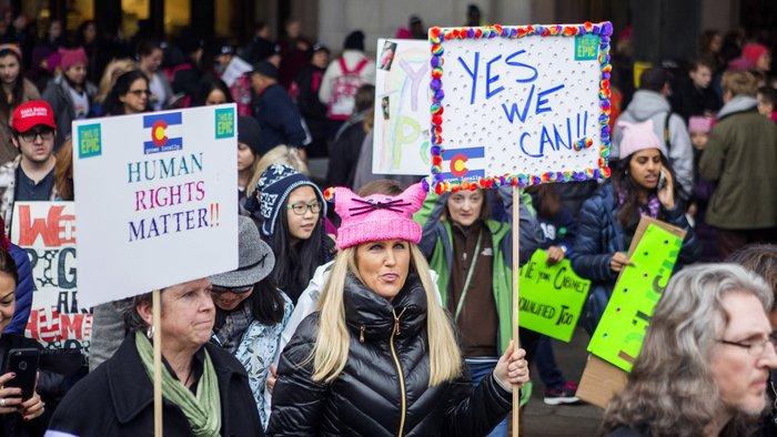 Miles de mujeres marcharon contra Donald Trump