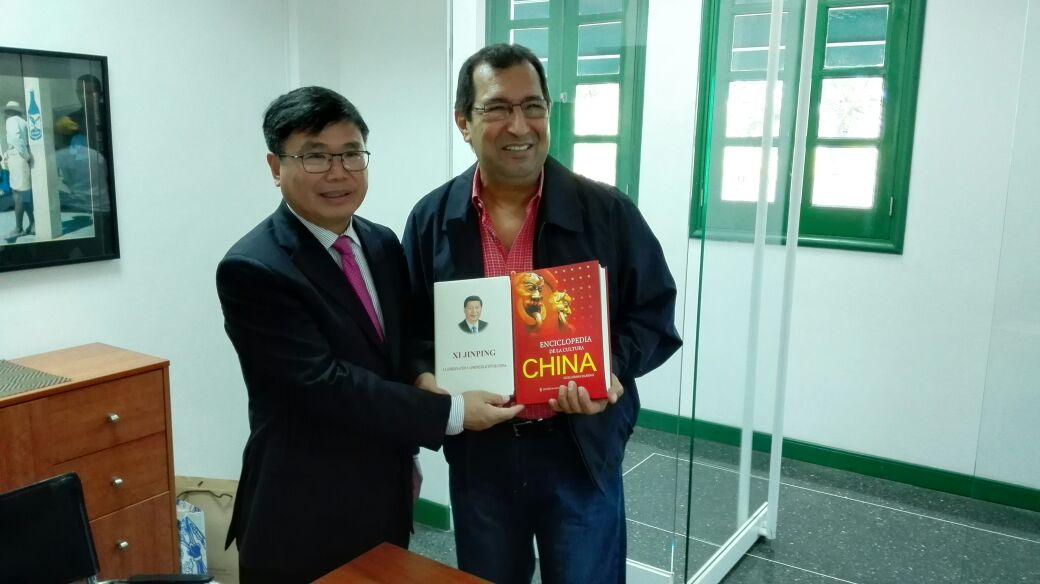 Embajador chino Zhao Bentang se reunió con ministro para la cultura