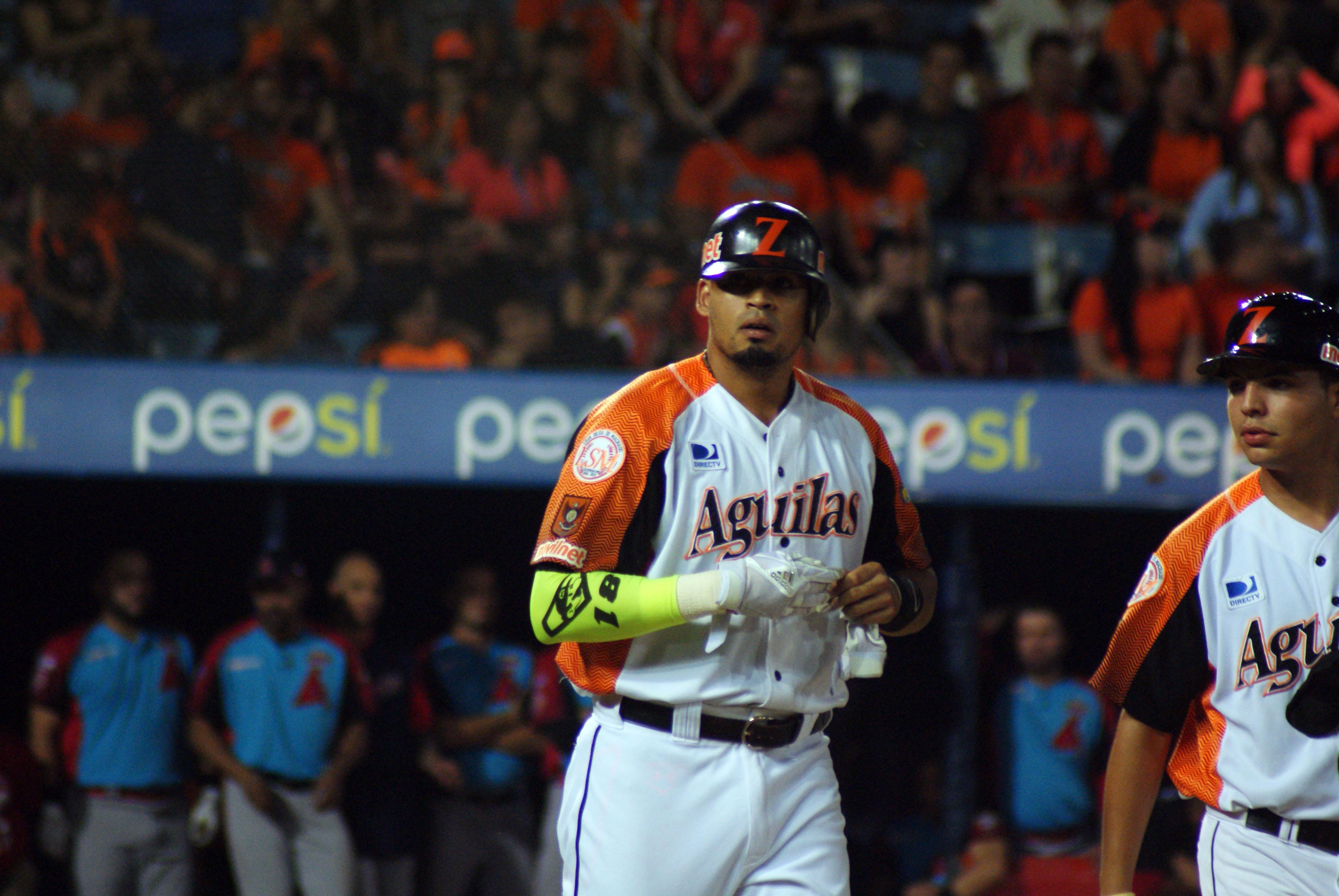 Tercer juego de la final del béisbol suspendido por riñas de aficionados