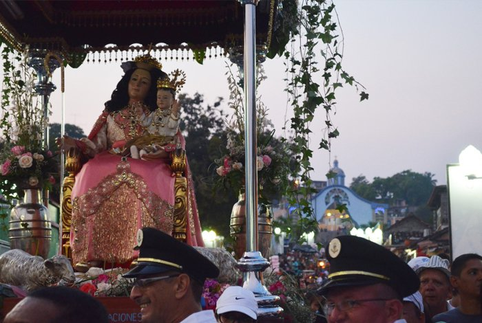Arzobispo pidió rezar por el país