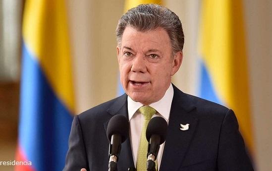 Santos: no conviene permitir el paso de vehículos a Venezuela