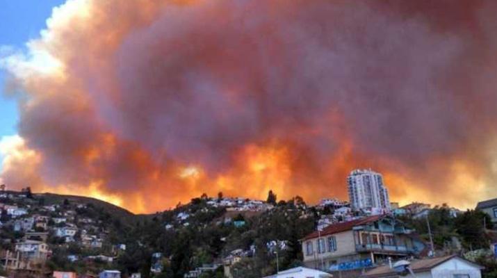 19 heridos y 400  evacuados dejó  incendio en Chile