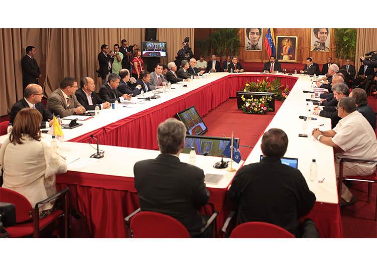Mediadores internacionales intentan reactivar diálogo en Venezuela