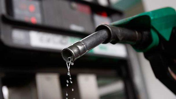 Venezuela venderá gasolina en moneda extranjera en la frontera desde este 2 de enero