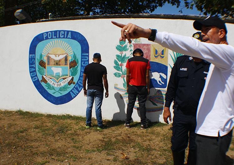 Tres policías estadales arrestados por disturbios
