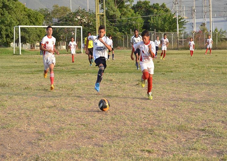 Refinación se impuso a Chorrerón en fútbol campo