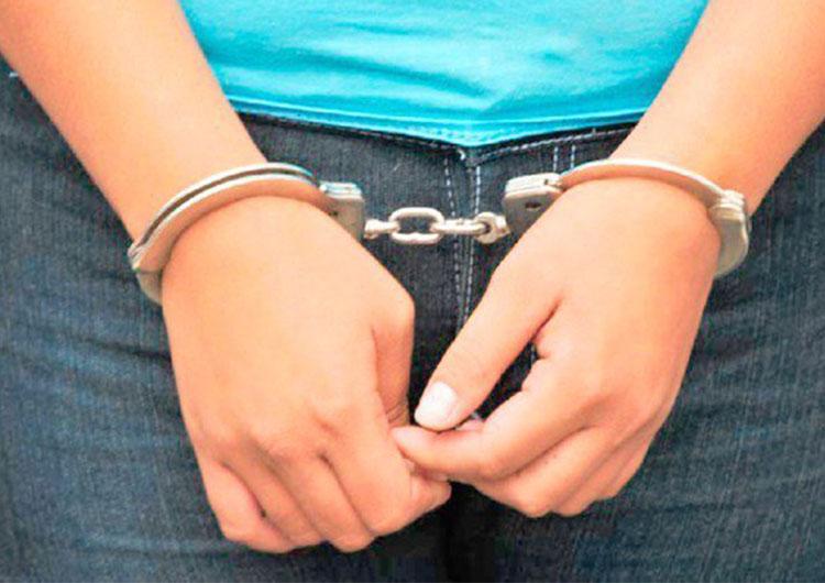 """«Tere"""" cayó en manos de oficiales de Poliguanipa por supuesto microtráfico de drogas"""