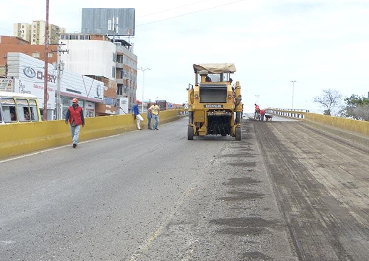 Inician labores de asfaltado en crucero de Lechería