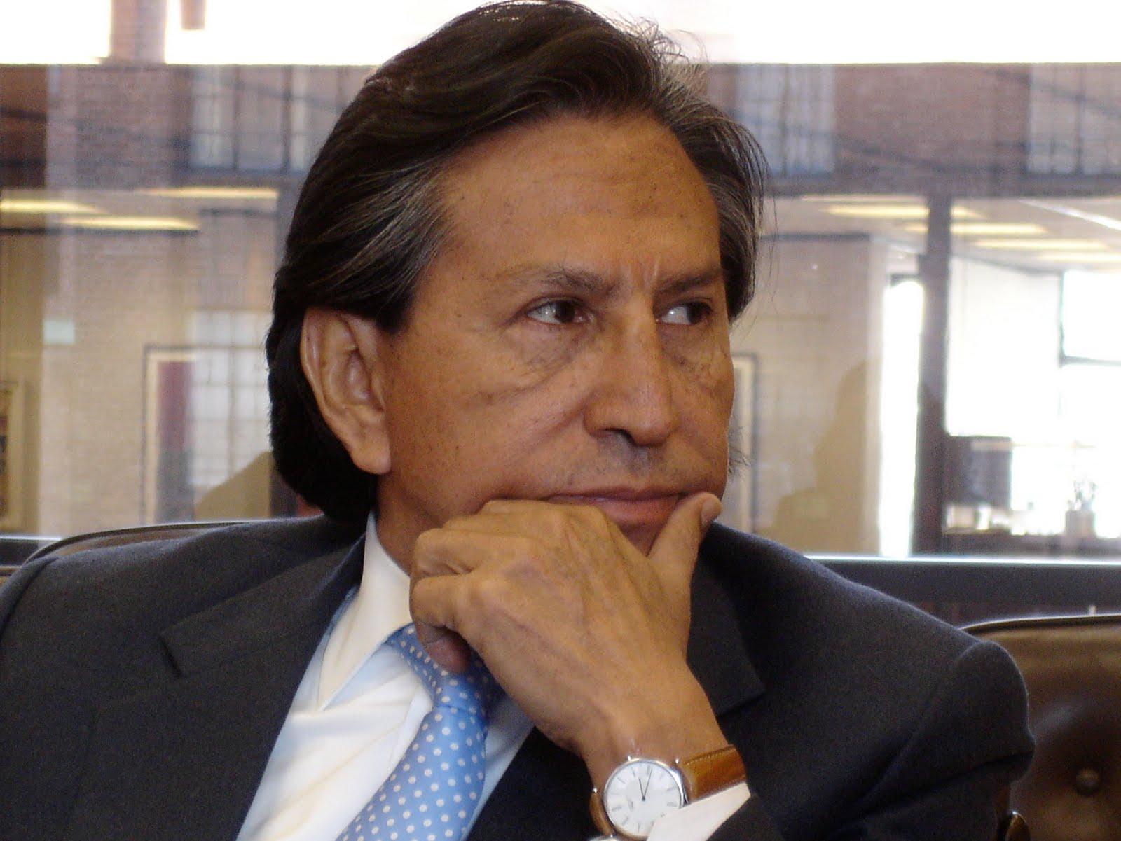 Ofrecen recompensa para capturar a expresidente Toledo