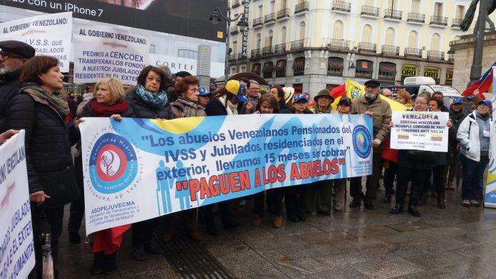 Venezolanos residentes en España exigen el pago de sus pensiones
