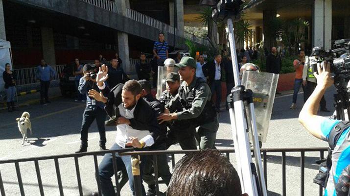 MUD denuncia  agresión de guardias contra diputados