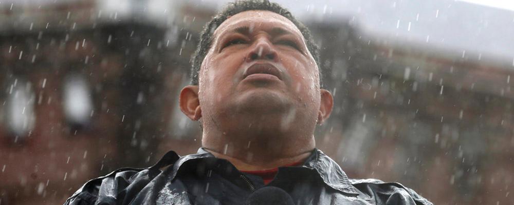Maduro aprobó los recursos para película y serie sobre Chávez