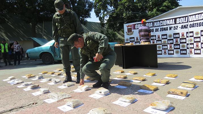 Castrenses incautaron más de 50 envoltorios de presunta marihuana en Clarines
