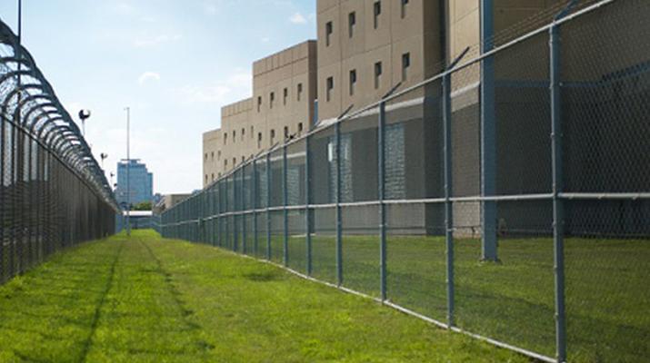 Motín en cárcel de Estados  Unidos dejó un oficial fallecido