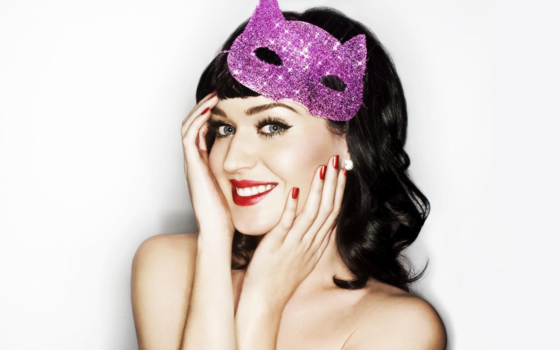 Katy Perry regresa a los escenarios