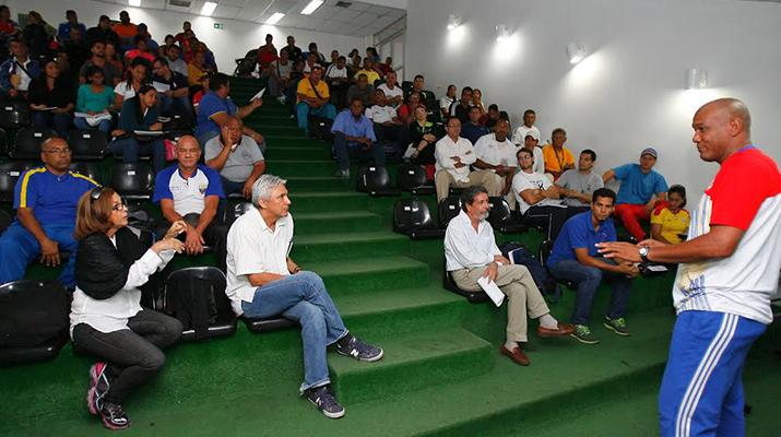 Dictan curso para 170 entrenadores  del Idanz