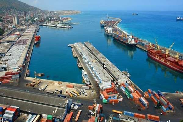 378 contenedores con alimentos y medicinas arribaron al Puerto de La Guaira