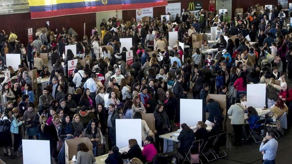 Centros electorales en Ecuador abrieron sus puertas