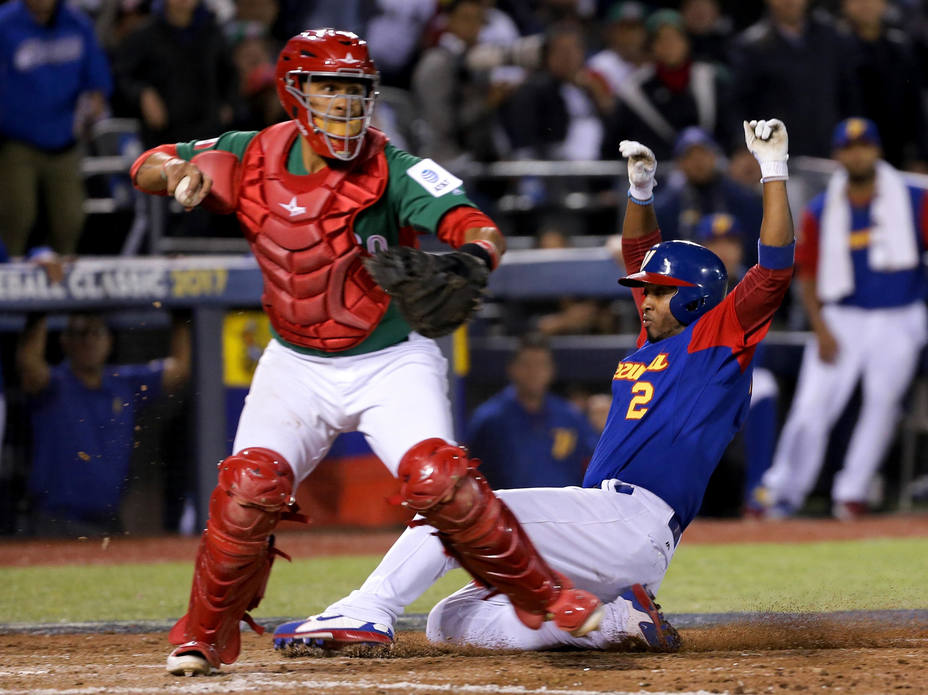 México venció, pero será Venezuela quien juegue contra Italia