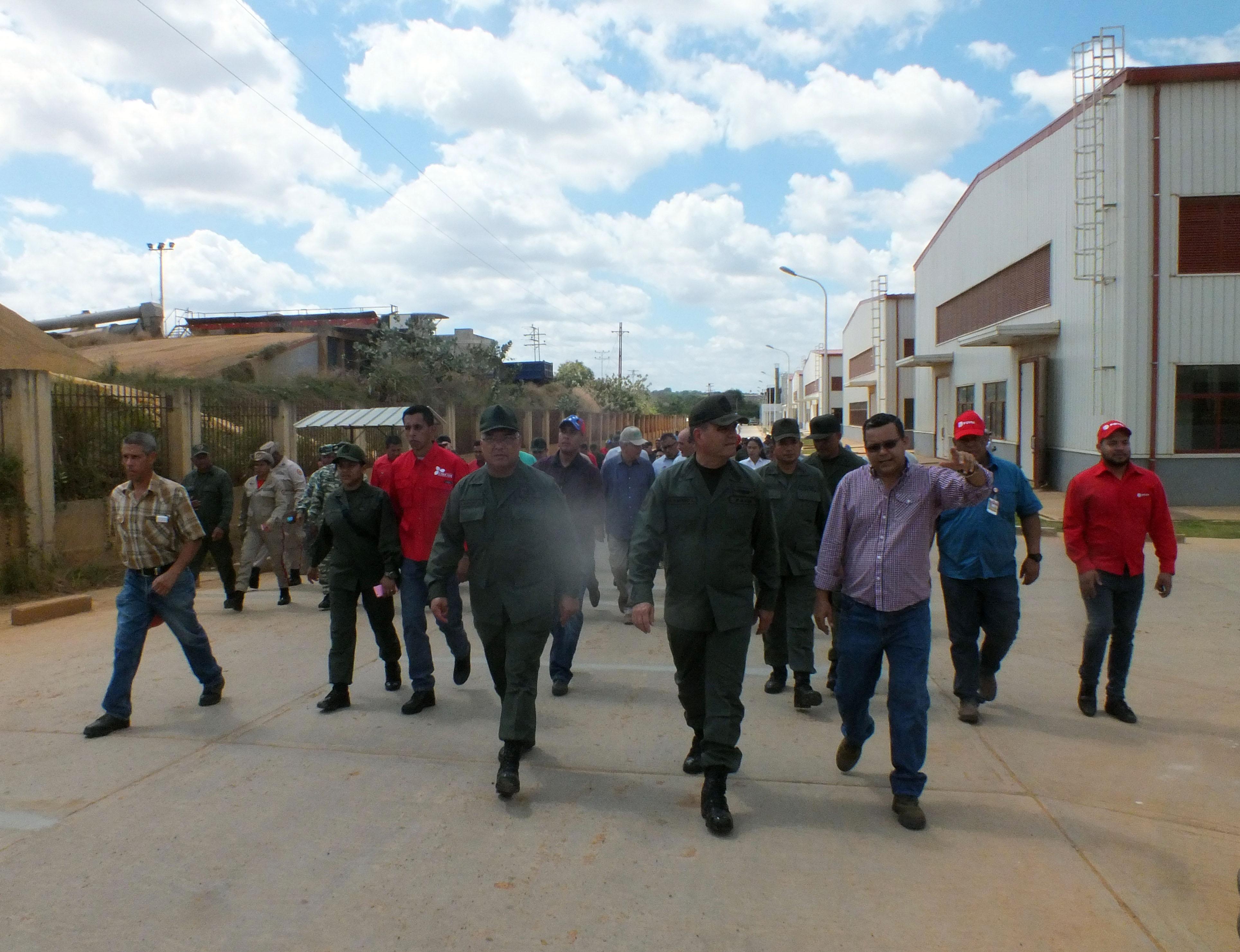 """Ministros certifican avance del complejo """"Hugo Chávez"""""""