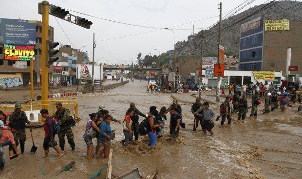 Casi 3 mil damnificados por lluvias y huaicos en Lima