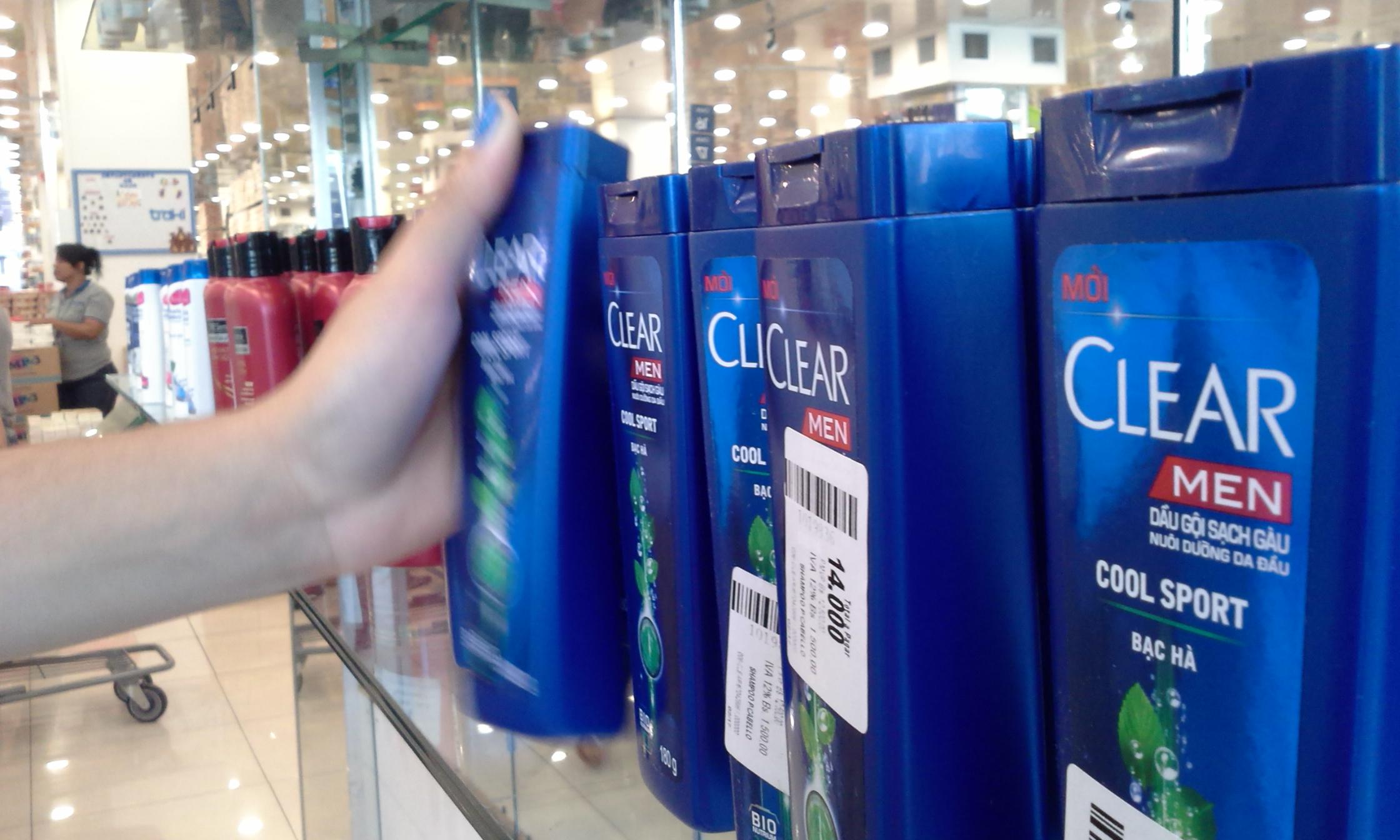 Usuarios sustituyen champú por jabón de baño ante escasez