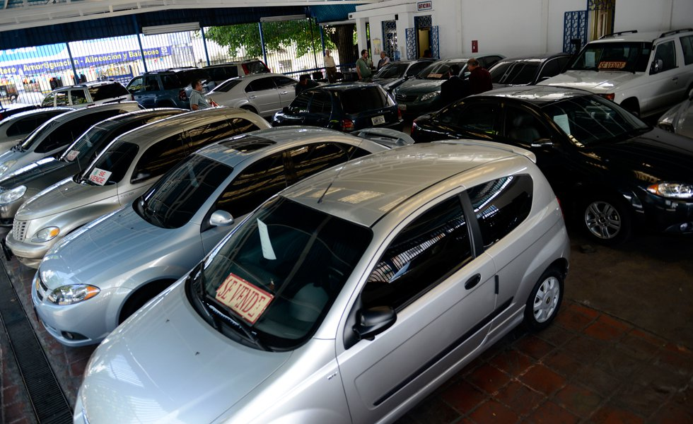 Venta de carros cayó 33,5% en enero
