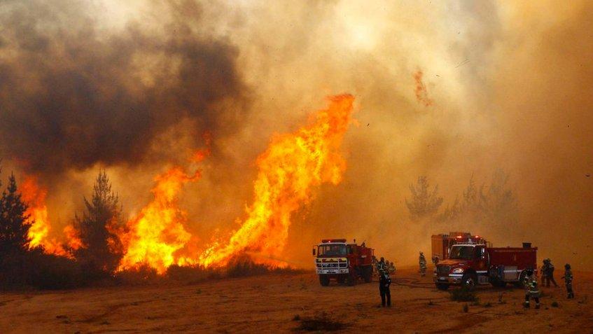 Evacuaron a más de  6 mil personas por incendios forestales