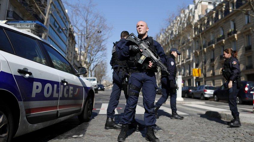 Atentado a oficina del Fondo Monetario Internacional en París dejó un herido