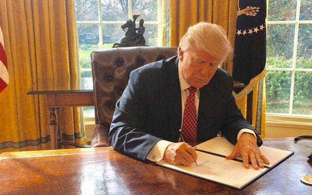 Donald Trump firmó una nueva versión del decreto migratorio