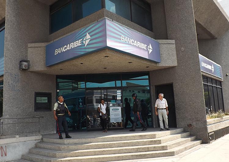 80 funcionarios de Polisotillo resguardan  bancos