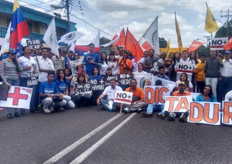 Oposición seguirá con las actividades de protesta