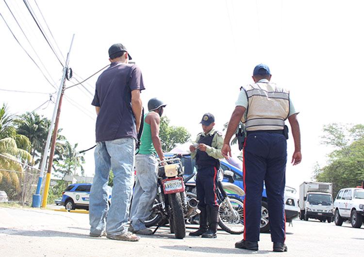Detuvieron a cinco hombres en operativo