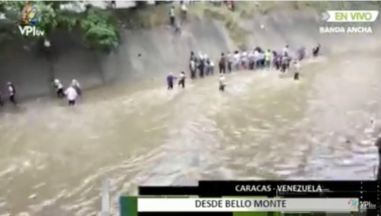 Manifestantes cruzaron rio Guaire por gases lacrimógenos
