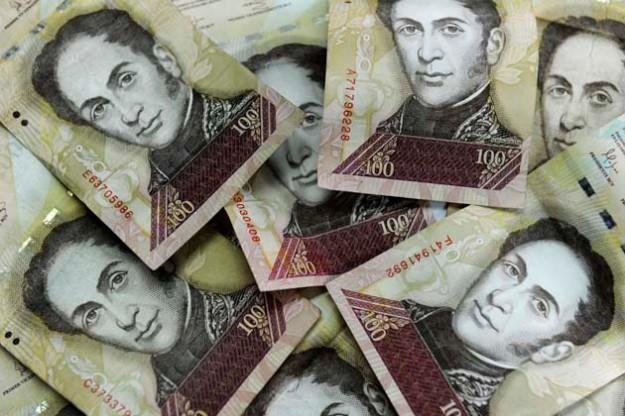 Mañana se cumple el plazo para sacar de circulación el billete de Bs. 100