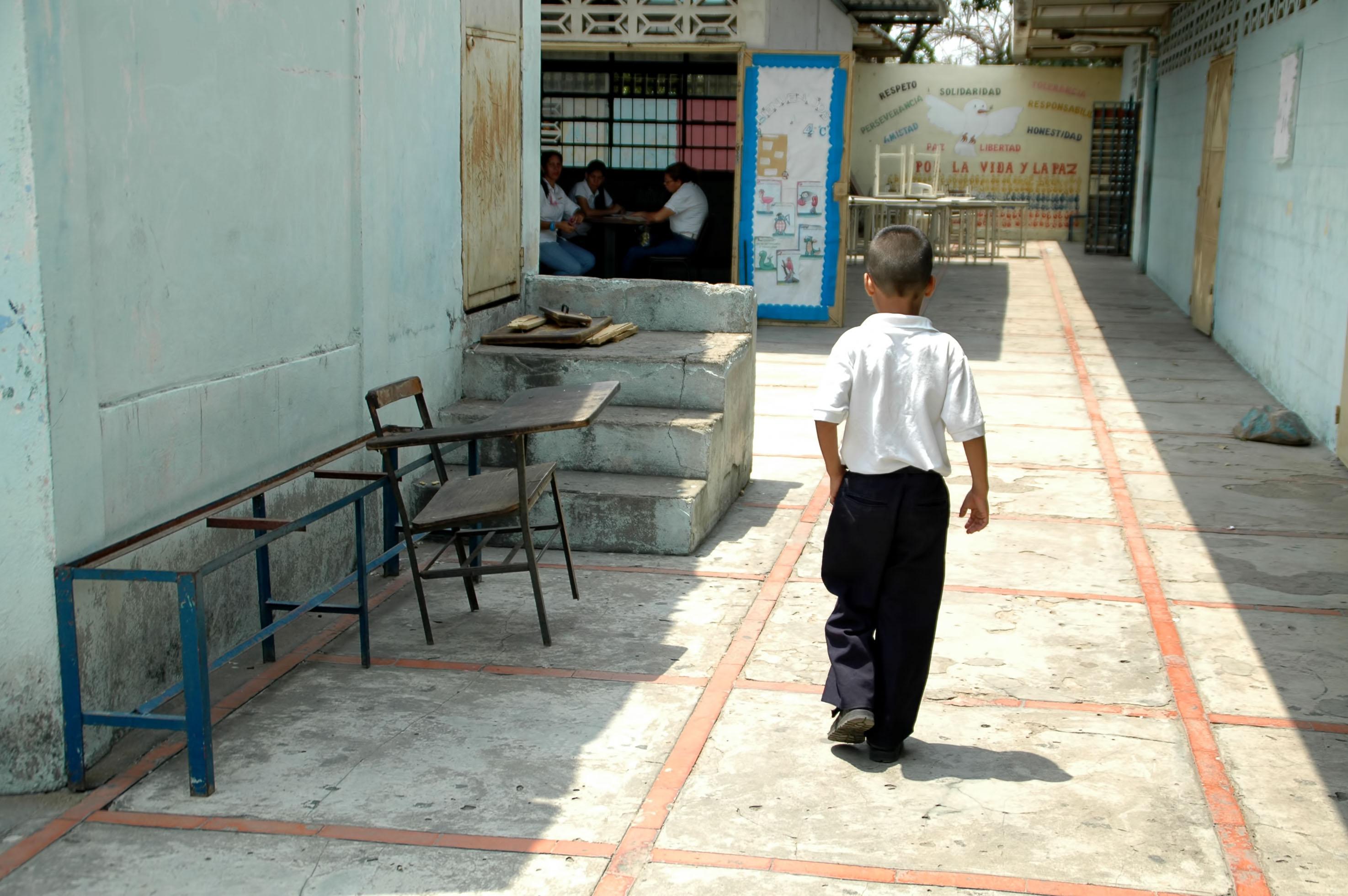 Escuelas públicas muestran carencias en infraestructuras