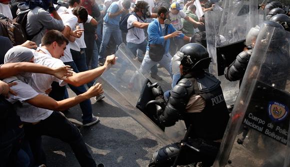 Denunciaron que ocho detenidos en protestas fueron llevados a Puente Ayala