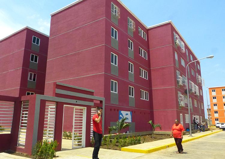 Nelson Moreno inauguró complejo habitacional