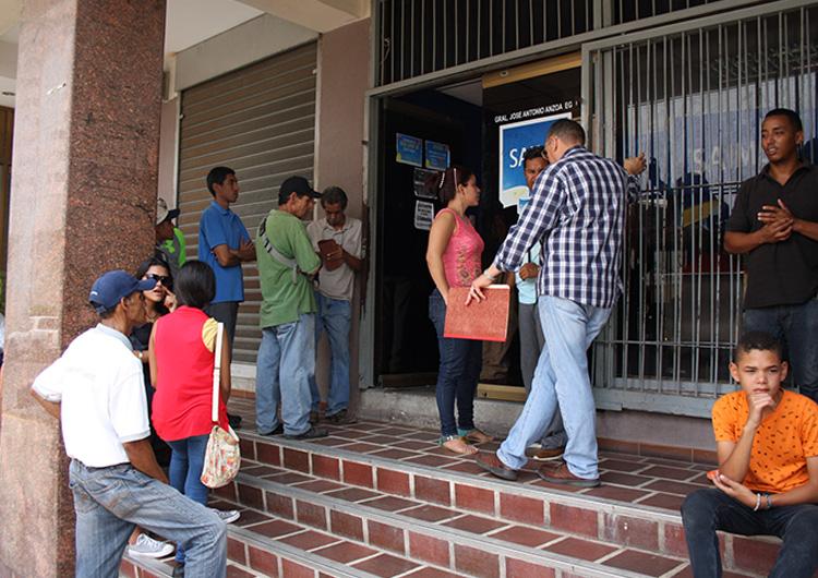 Usuarios denuncian pago obligatorio para retirar pasaporte